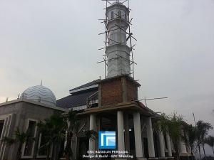 Kubah dan Menara Masjid Pondok Pesantren Daaarul Habib mengunakan spesifikasi matrial beton cetak atau GRC ( Glasfiber Reinforced Cement ), mudah di aplikasikan serta mempunyai nilai seni arsitektur tersendiri selain ke menambah keindahan bangunan tersebut juga mempunyai bobot yang ringan pada struktur.